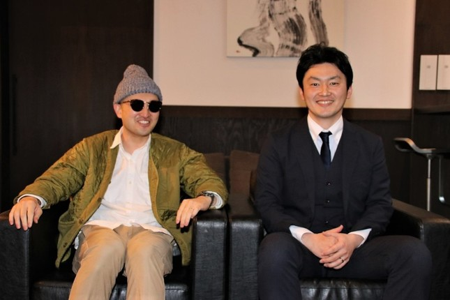 (右から)一の湯代表取締役社長・小川尊也氏と同社広報社員なにし君