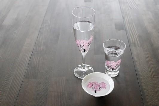 「冷感桜」シリーズから「シャンパングラス」、「グラス天開」、「白平盃」