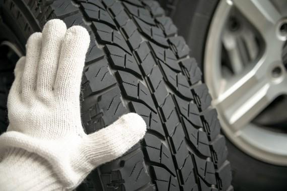 タイヤの空気圧は普段から点検を(画像はイメージ)
