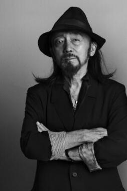 山本耀司氏コラボのオールブラックモデル