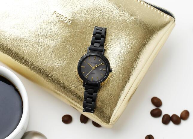 雑誌「FUDGE」とコラボレーションした限定モデルの時計「SHS-D300FG-1AJR」
