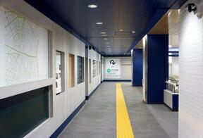 空間を潤すサウンドアート、JR西日暮里駅に