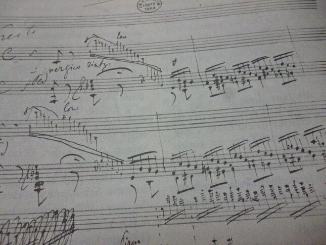 グイード・ダレッツォにより発明された楽譜システムは、多少の改良を経てはいるが、1000年後の今でもそのまま使われている。写真はフランツ・リストの自筆譜