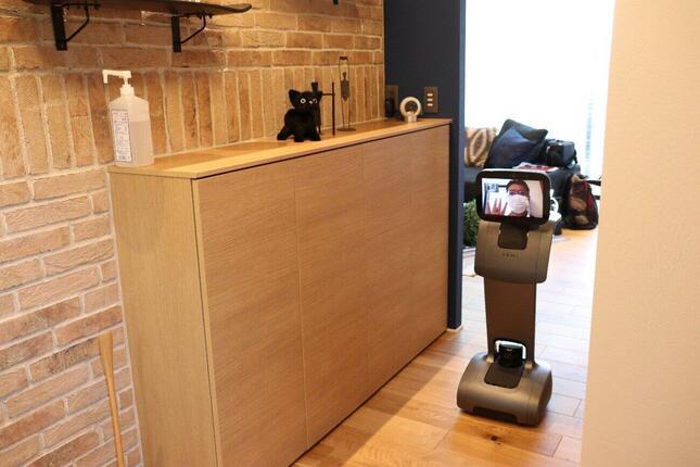 AIアシスタント機能を持った自律走行ロボット「temi」