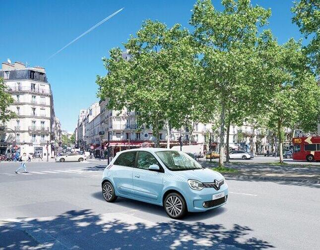 さわやかなパリの夏空をイメージした限定車