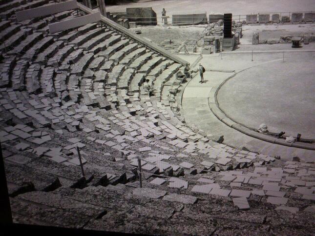 音楽が演劇等とともに演奏されていた古代ギリシャの劇場。しかし楽譜が存在せずそれがどんな音楽だったかは今となってはわからない