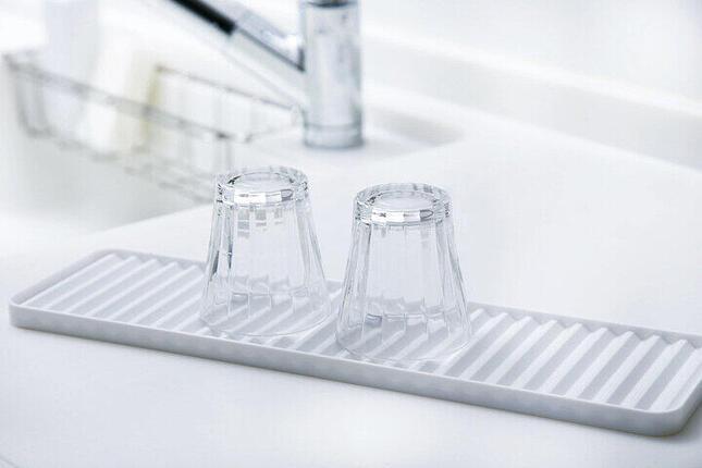 よく使う食器を置くのに便利な水切りトレイ