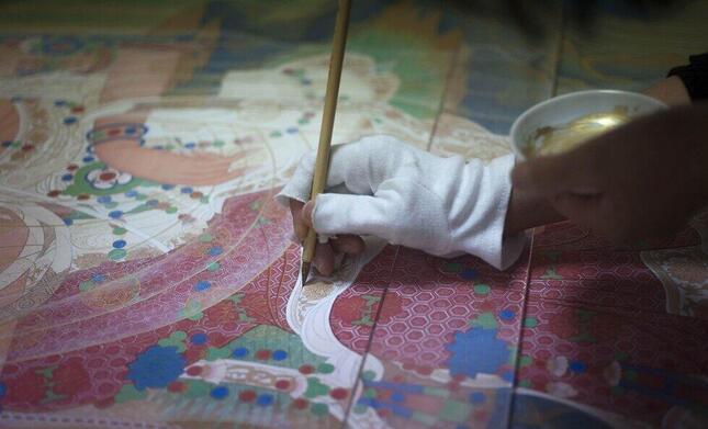 奈良国立博物館所蔵の「水月観音像」の月光が、描き手によってどのように表現されたのか。それを解明するために復元模写を通して作品制作が始まった。