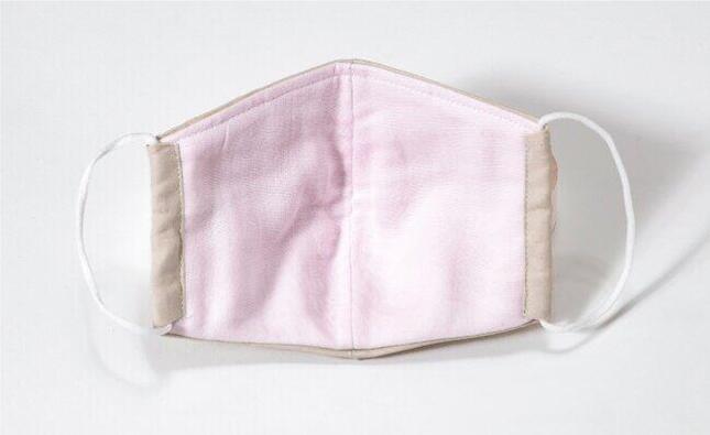 内側には薄ピンクのガーゼ生地が使われている