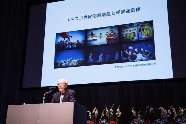 2017年3月14日、韓国文化院で開かれた(公財)韓昌祐・哲文化財団の助成証書授与式での記念講演をする仲尾宏氏