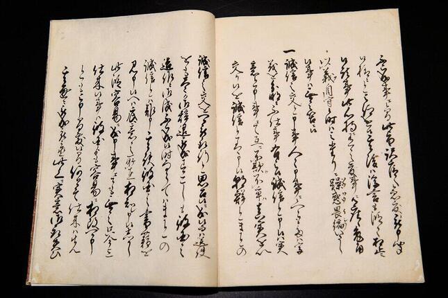 滋賀県長浜市の「高月観音の里歴史民俗資料館」に保管・展示されている雨森芳洲の対朝鮮外交の意見書「交隣提醒」。重要文化財指定。ユネスコ「世界記憶遺産」に登録された333点の資料のうち、雨森芳洲の著作など36点が含まれている。