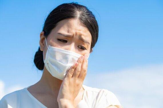 マスクで肌荒れする人増加中(画像はイメージ)
