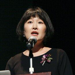 2019年3月14日、東京・韓国文化院で開かれた助成証書授与式でプレゼンをする李苑暻さん