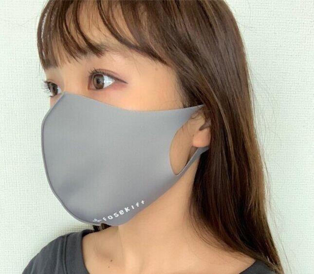 しっとりとした生地の冷感マスク