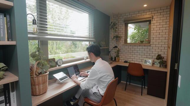 「在宅ワーク」の例。好みに合わせて様々な仕事空間を生み出せる