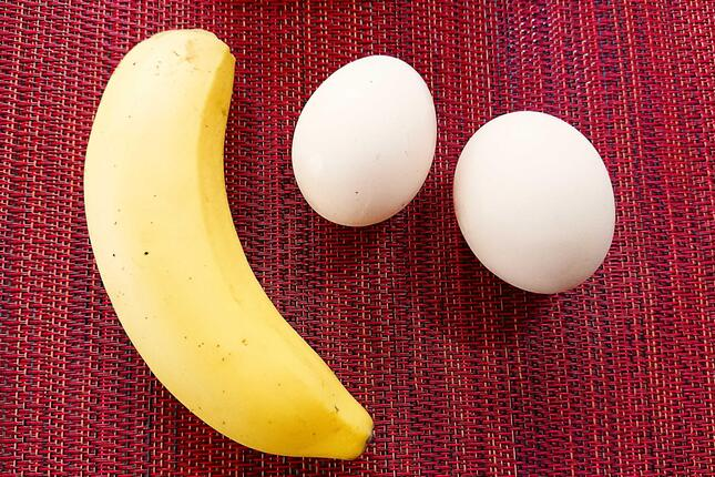 今回使ったバナナ一本と卵二つ(写真2)