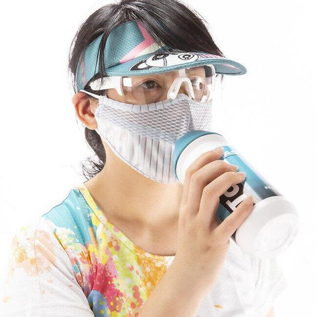 マスク着けたまま水が飲める「ウォーターマスク」