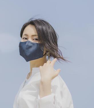「NEO能登上布」使用の「ひんやり麻マスク」(写真は「舛花(ますはな)」デザインのもの)