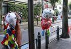 交差点に「アマビエがあらわれた」 東京・深川の商店街を彩る愉快な人形たち