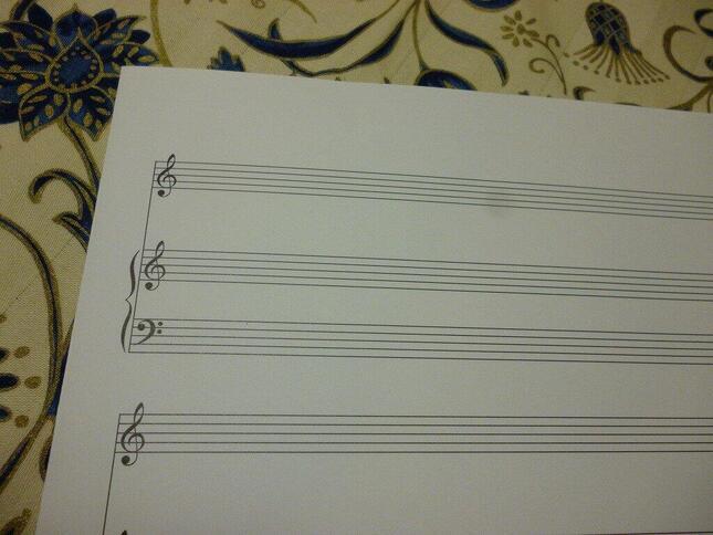 音楽を記録することが様々な方法でできるようになった現代でも、楽譜(五線譜)はまだまだ音楽記録の主要な手段である