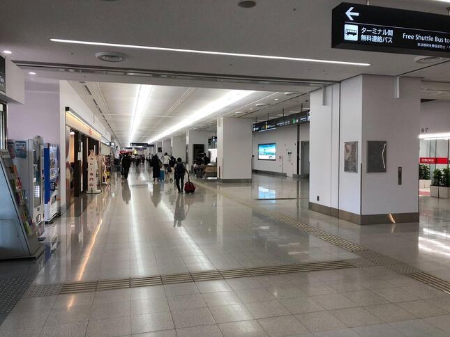 第1ターミナル到着ロビーの様子。人通りは少ない。