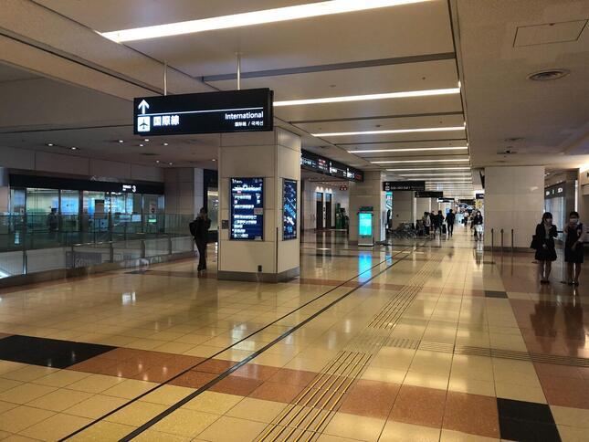 第2ターミナル到着ロビーの様子。