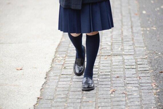 女子高校生エリア別「冬の生足実態調査」