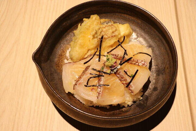 記者がチョイスしたメインの「天ぷらと鯛茶づけ」
