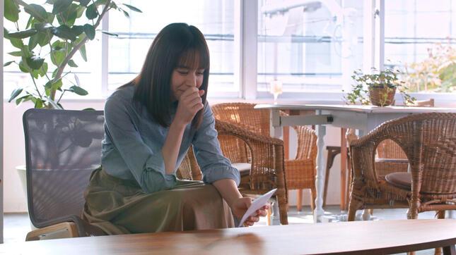 動画冒頭で、出演者たちは一通の手紙を受け取る