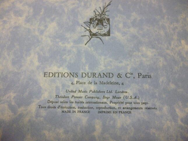 ドビュッシーが校訂した、デュラン社発行のショパンのピアノ・ソナタの旧版の楽譜。紙の質もあまり優れず、戦争の非常時を感じさせるようなザラザラとした手触りだ