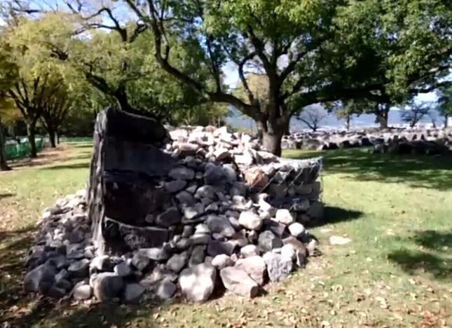 地震の影響で崩れた石垣
