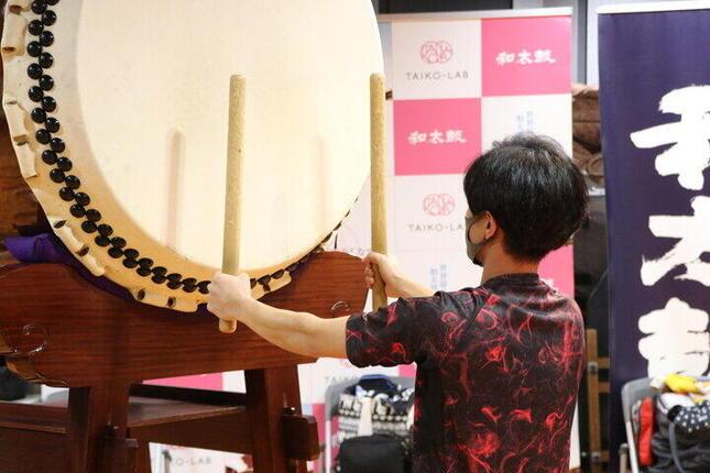 本格的な大太鼓にも挑戦できるプログラム「1DAY和太鼓」を体験