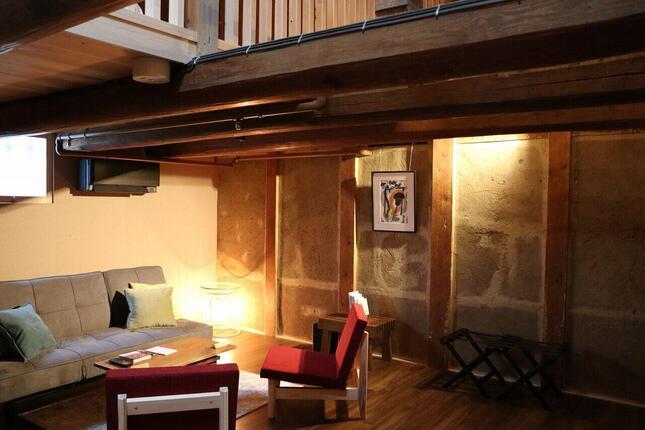 客室「初瀬」1Fの広々としたリビングスペース