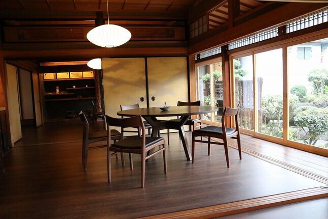 母屋にある、ホテルのレストラン。朝食はこちらで頂いた