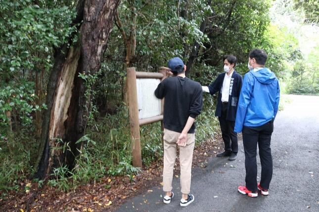 朝参り体験時には木村当主が案内をしてくれた