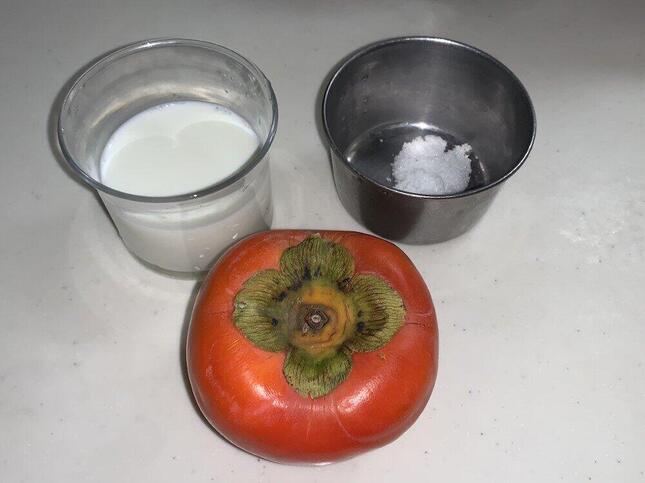 柿・牛乳・砂糖を用意