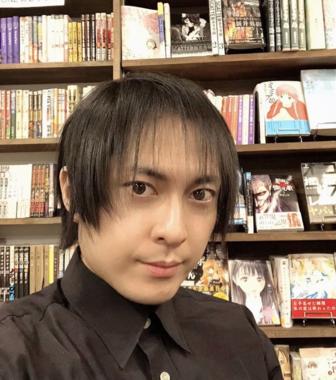 「マンガソムリエ」の兎来栄寿さん