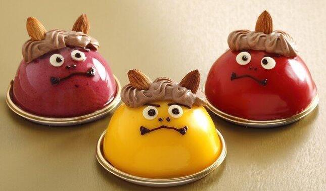 赤はベリー、黄はマンゴー、紫はカシス