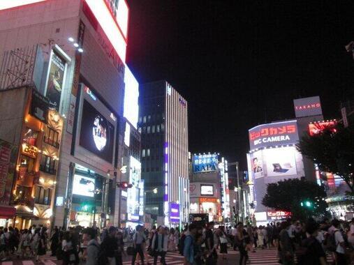 新宿東口の街並み