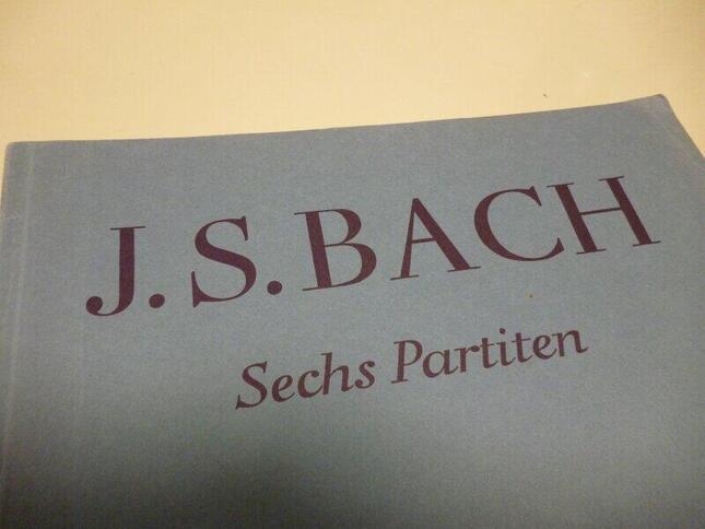 バッハの鍵盤楽器組曲の最高峰、「パルティータ」の楽譜