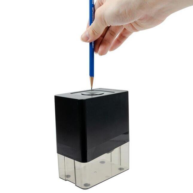 単3形乾電池でも駆動、どこでも自動で鉛筆が削れる