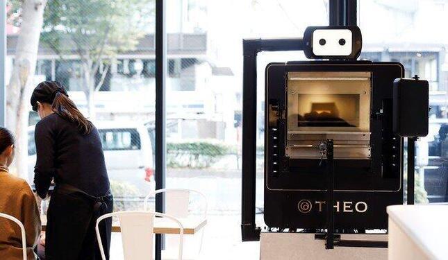 バームクーヘン焼成AI ロボット「THEO」