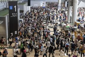 猛暑の中開催も来場者多数だったコミックマーケット96(写真:ZUMA Press/アフロ)