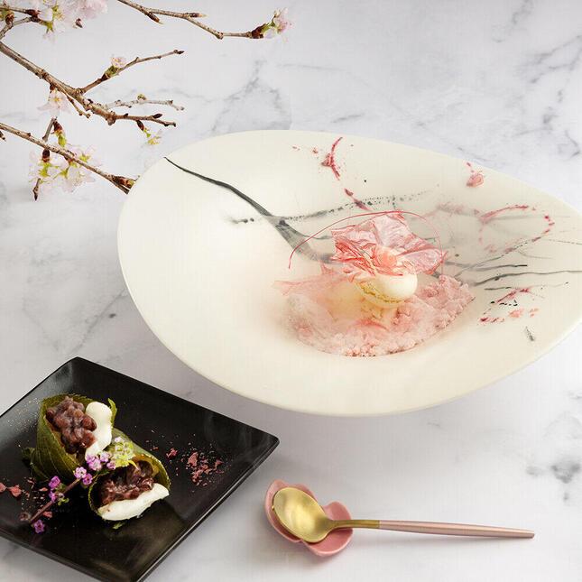 桜の花びら入りのジェラート「SAKURAさくら」