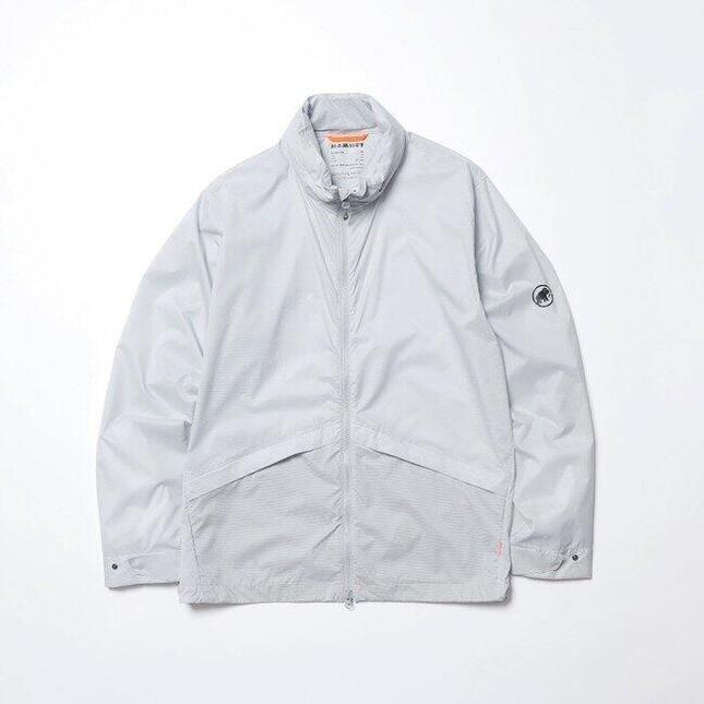 デザイン性と機能性を併せ持ったマウンテンジャケット