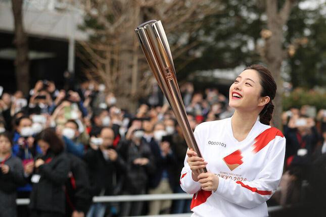 21年2月聖火リレーのリハーサルに参加した石原さとみさん(写真:新華社/アフロ)