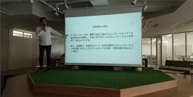 カリキュラムについて説明するバンタン事業開発本部・沼田伸一氏