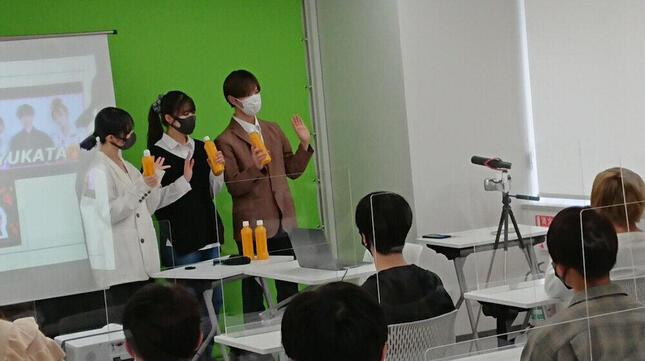 特別授業を行うユーチューバーグループ「PKA」