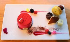 「ブボ・バルセロナ」の豪華ケーキプレート