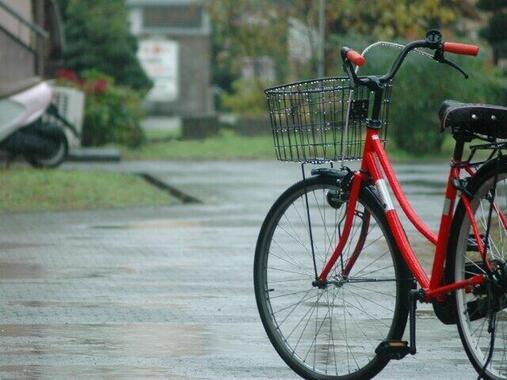 雨の中、自転車は大変